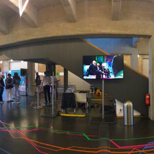 Eingangsfoyer mit Tape-Art @ 8. Standortkonferenz Nachnutzung Flughafen TXL | © AGAVE.network